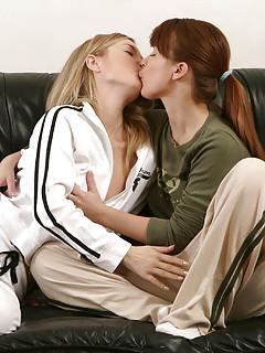 Lesbians Kissing Porn